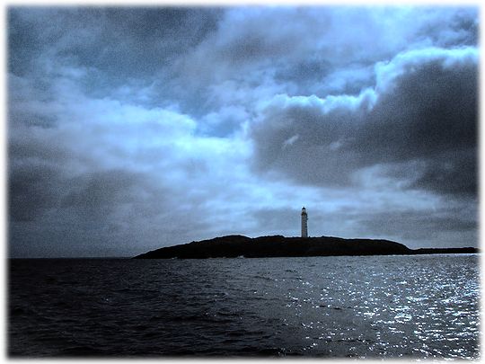 photograph of the lighthouse of Bound Skerry (based on a Creative Commons Attribution picture by Mike Hackston)